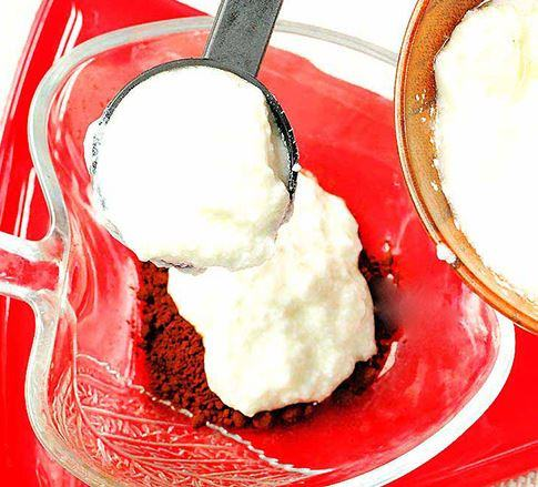 Kết hợp ca cao cùng với sữa chua sẽ giúp da mịn màng hơn rất nhiều